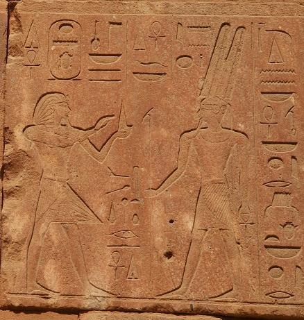 Tutmes III making offering to Amoun-Ra. Karnak Trmplr.              Photo Mª Rosa Valdesogo. Ancient Egypt