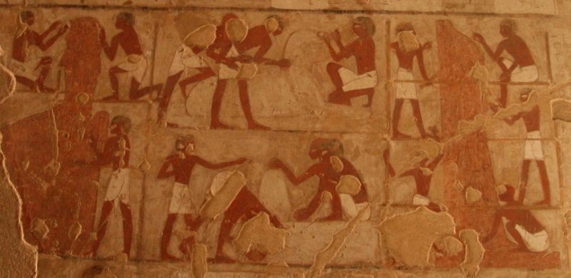 Egyptian artist working as a team in the manufacturing of statues. Relief from the tomb of Rekhmire in Luxor. Photo Mª Rosa Valdesogo. Art in Ancient Egypt.