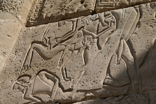 Asiatic-enemies-succumbing-to-the-army-of-Ramses-III.-However-their-faces-do-not-reflect-any-gesture-of-fear.-Detail-from-the-temple-of-Medinet-Habu.-Photo-María-Rosa-Valdesogo